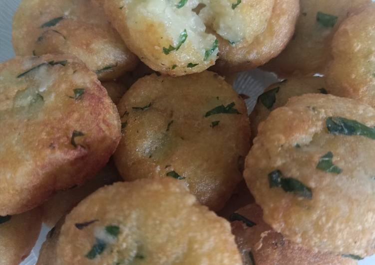 Perkedel kentang renyah diluar gurih dan lembut di dalam
