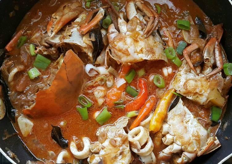 Kepiting & Cumi masak Kari
