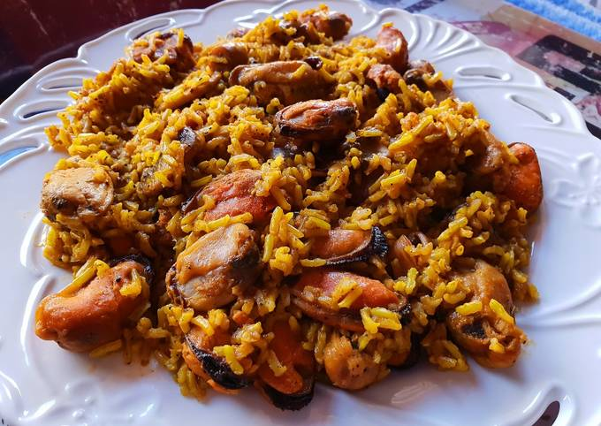 Brown rice with mushrooms and mussels
