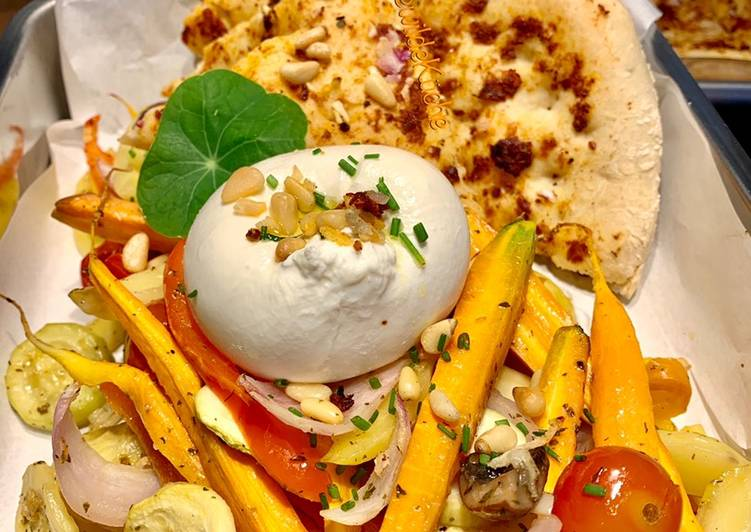Recipe: Perfect Burrata im Ofengemüsebett mit Pizzabrot