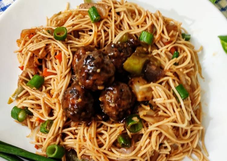 Quick and Easy Way to Make Yummy Veg noodles with manchurian