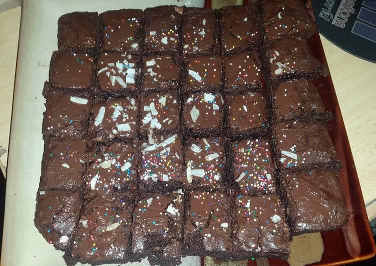 Easy Brownie Cake