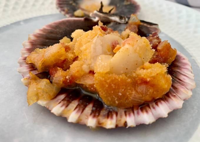 Zamburiñas (small scallops) Galician style