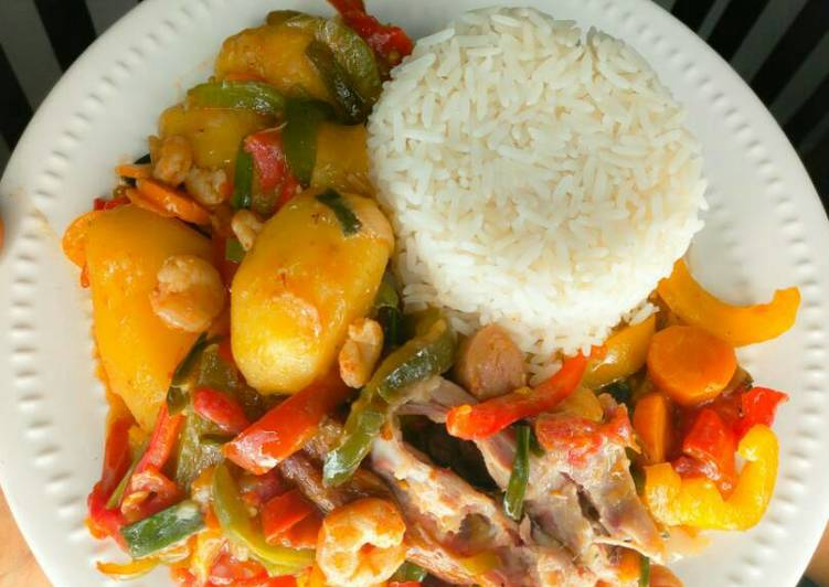 Selecting The Best Foods Will Help You Stay Fit And Healthy White rice with chicken shrimps in potatoes mixed veggies sauce