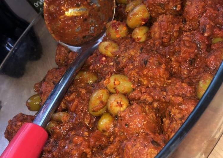 Boulettes de bœuf aux olives et sauce tomate