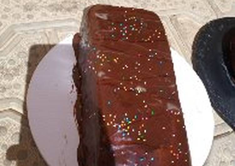Chocolate cake loaf with chocolate gnache frosting