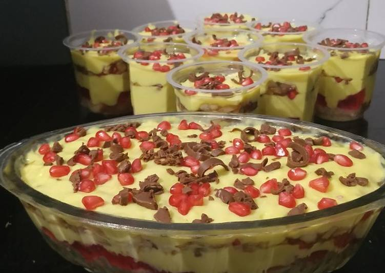 Fruit custard trifle
