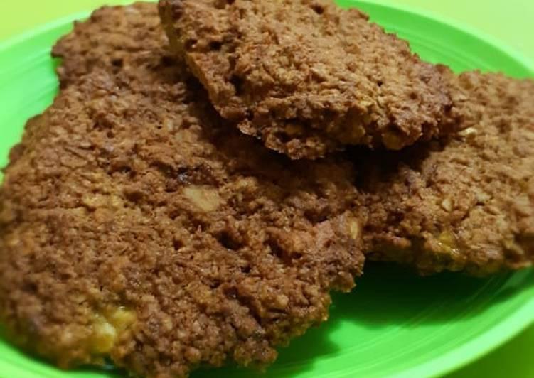 Crunchy Banana Oat Cookies