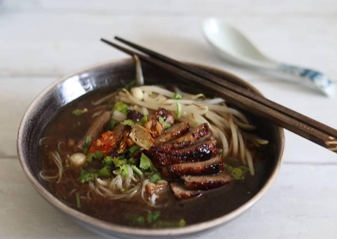 Keaw Teaw Ped Yang - Five Spiced Roasted Duck noodles