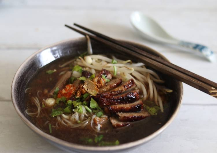 5 Minute Steps to Make Quick Keaw Teaw Ped Yang - Five Spiced Roasted Duck noodles