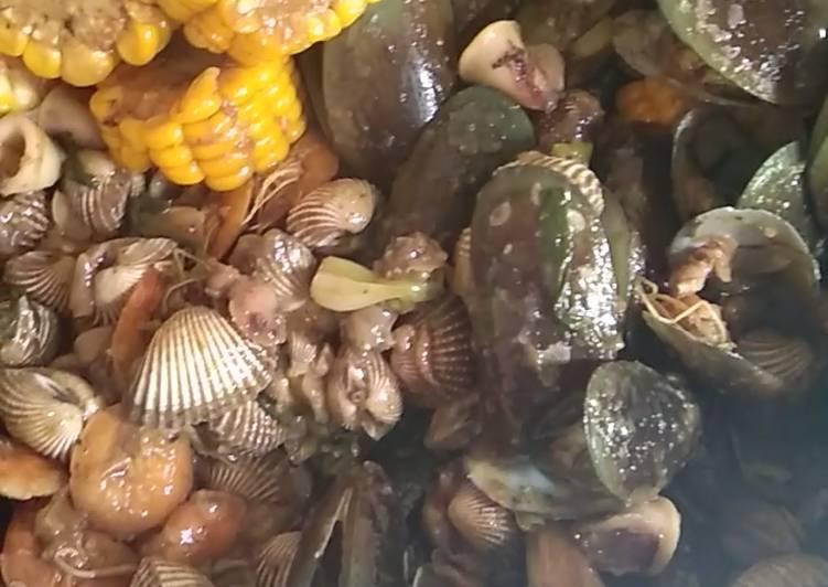Seafood saus padang (kerang hijau, kerang dara, cumi, udang)
