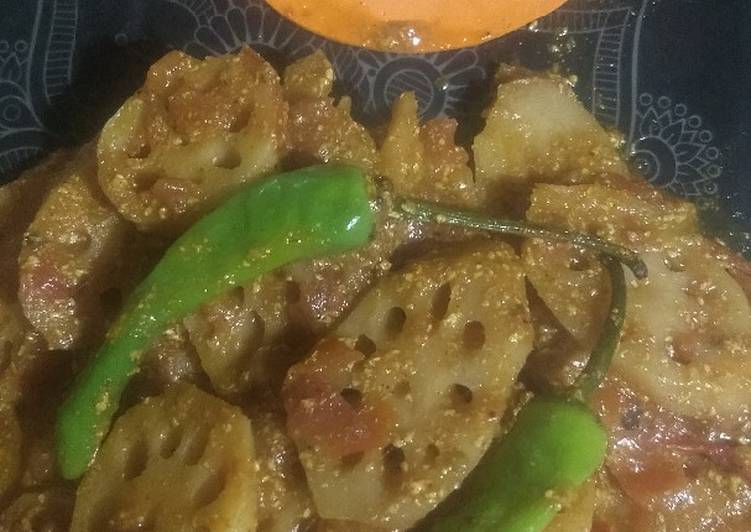 Lotus with green chilli