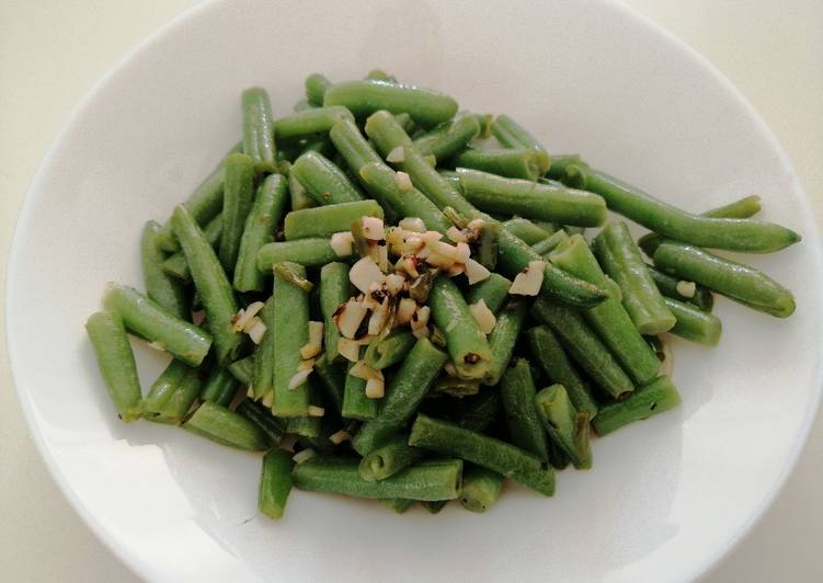 Steps to Prepare Favorite French Beans sautéed in butter and garlic