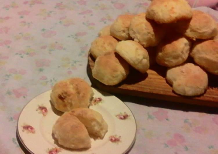 Cheddar cheese puffs for tea