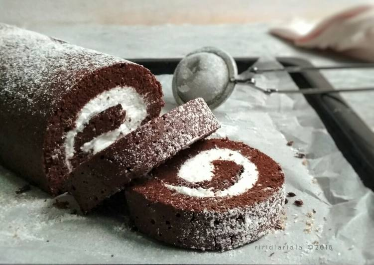 Brownie roll with coconut cream filling/Brownies gulung