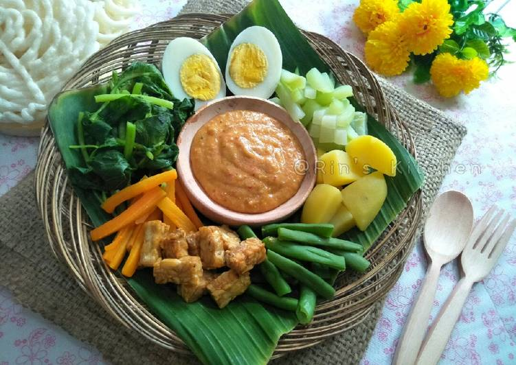 Recipe: Delicious Gado-Gado Surabaya: Mixed Vegetables with Peanut Sauce Dressing