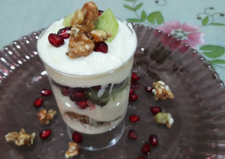 Steps to Make Super Quick Homemade Yogurt and walnut parfait