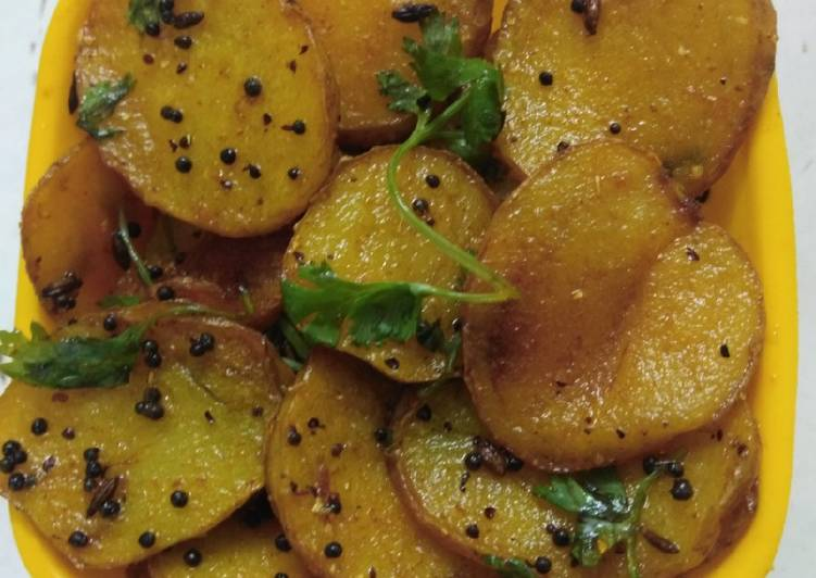 Steps to Prepare Any-night-of-the-week Potato fry (Batata chya Kaachrya)