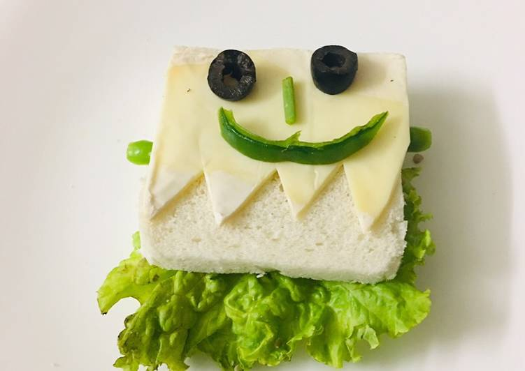 Eating 14 Superfoods Is A Good Way To Go Green For Better Health Frankenstein Halloween sandwich
