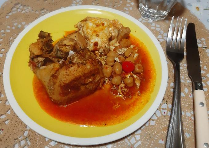 Poulet aux oeufs en sauce rouge 🍴