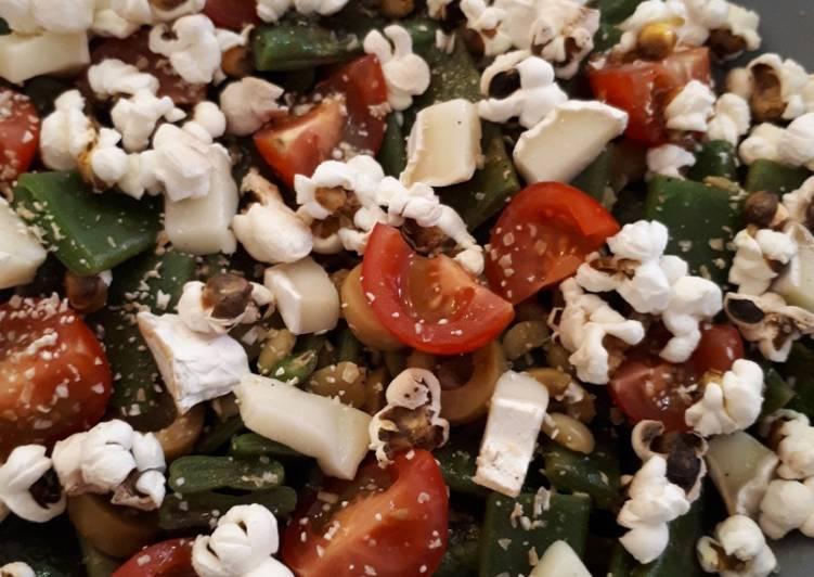 Salade haricots plats, tomates, olives, chèvre et pop corn