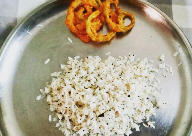 Garlic pepper rice with crispy snake guard chilli