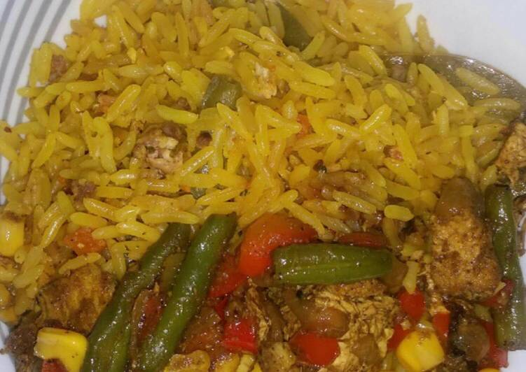 Chinese fried rice with mixed sauce