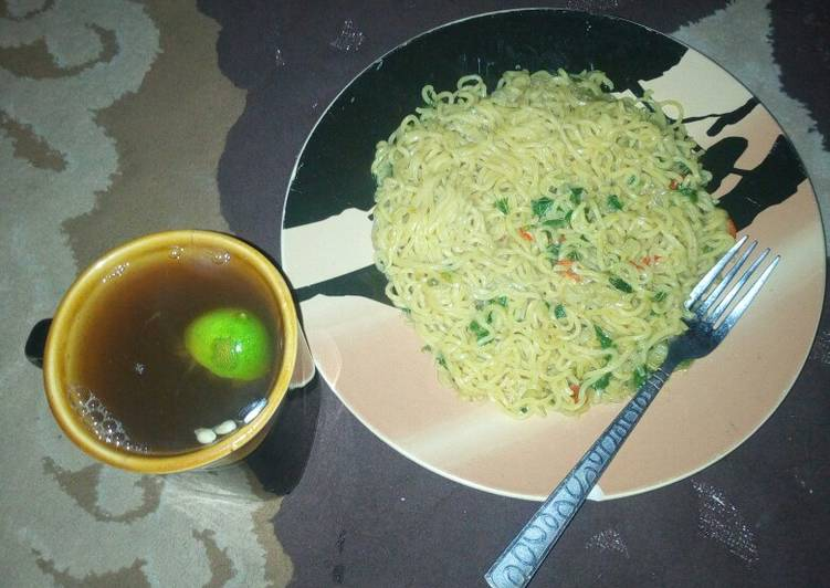15 Minute Recipe of Refreshing Spinach indomie noodles with lemon tea