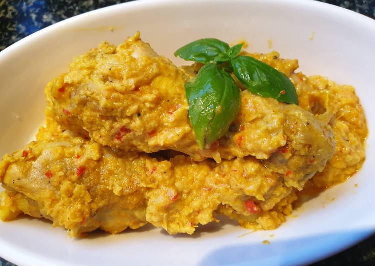 Chicken in coconut and turmeric sauce