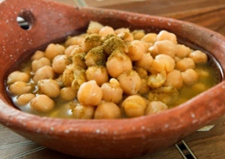Warm chickpeas and cumin salad - balila