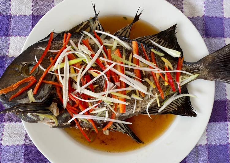 Resep Tim Ikan Bawal ala HongKong | Chinese Steamed Fish with Soy Sesame Sauce Recipe