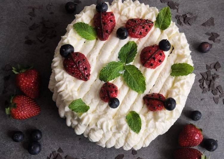 Gâteau de printemps, génoise chocolat, chantilly, cocci'fraises