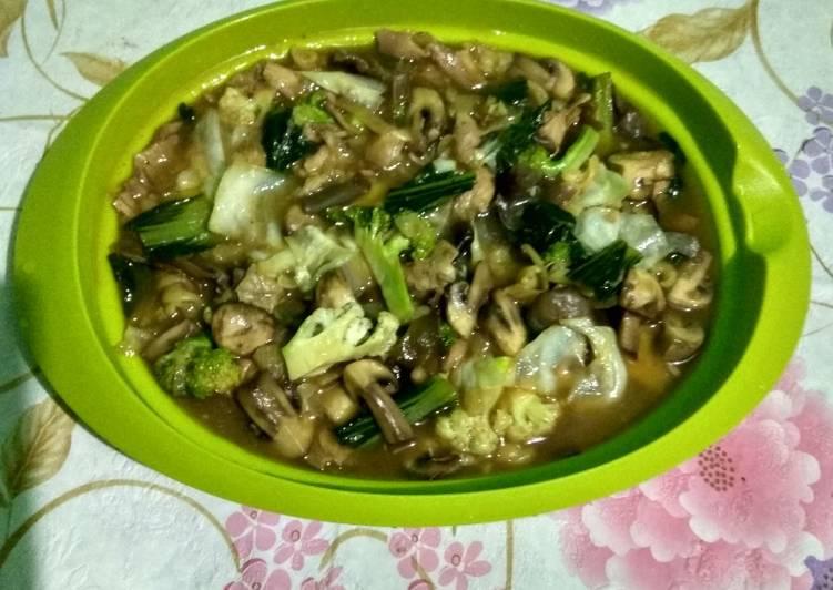 Jamur kancing saos tiram dengan ayam dan sayur