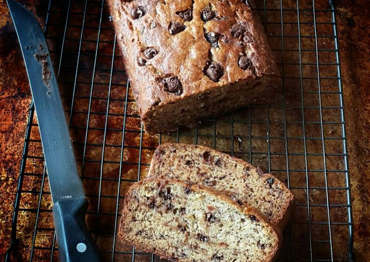 Easy Guide to Make Appetizing Chocolate Chip Banana Bread