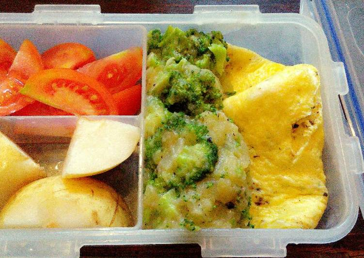 Cara mudah membuat Omelet with Mashed Broccoli for Diet Mayo