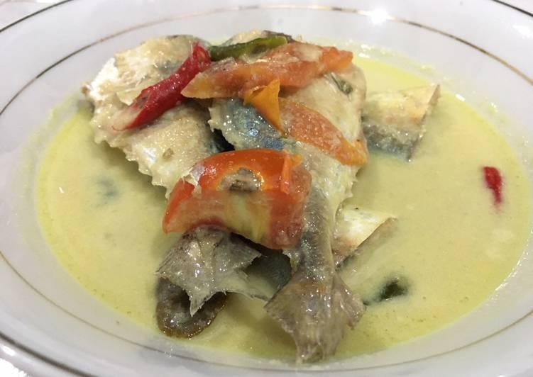 Gulai kuning ikan kembung