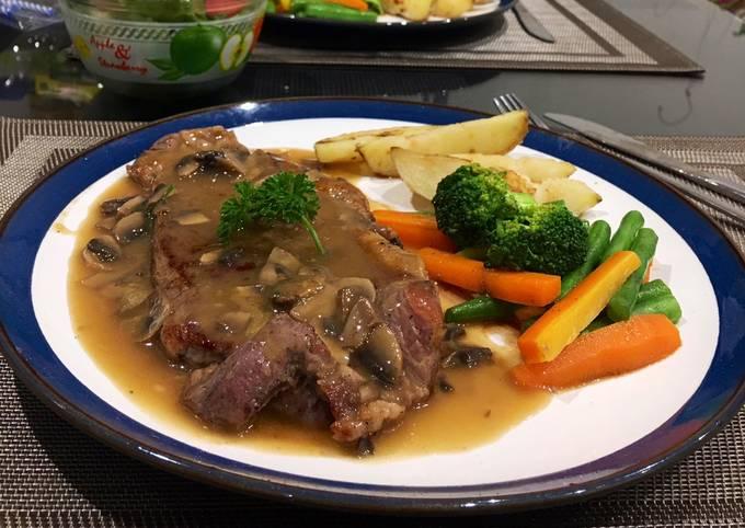 Sirloin steak mashroom sauce