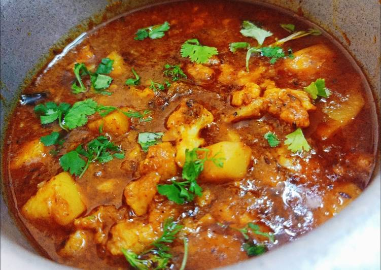 Recipe of Any-night-of-the-week Aloo Gobhi gravy dhaba style