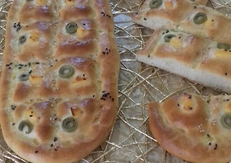 Pain aux olives et fromage