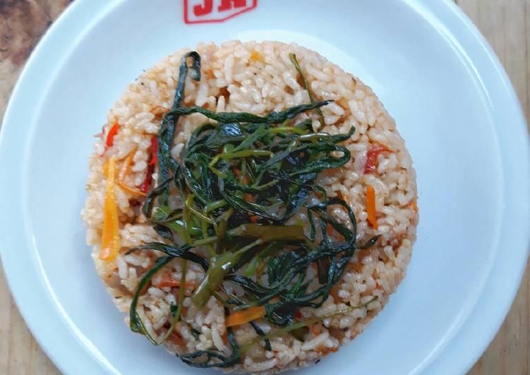 Nasi goreng merah kangkung