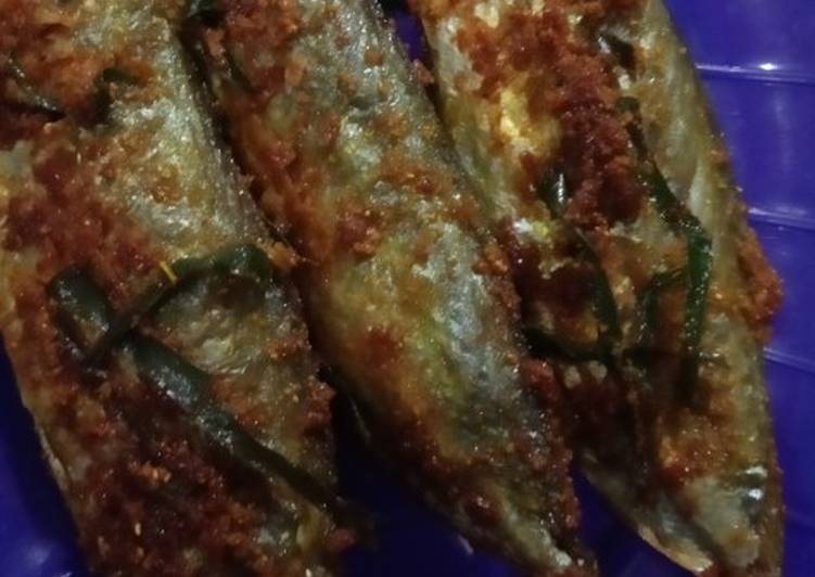 Ikan Kembung Goreng Daun Jeruk