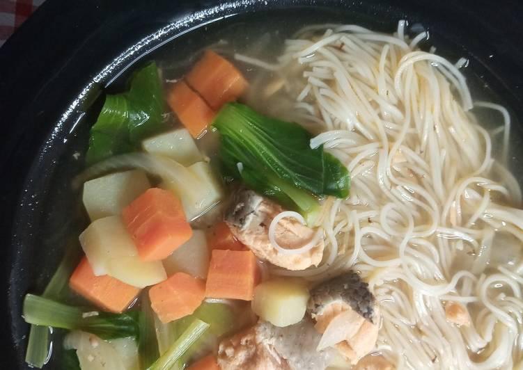 Sup Salmon Mi Suah