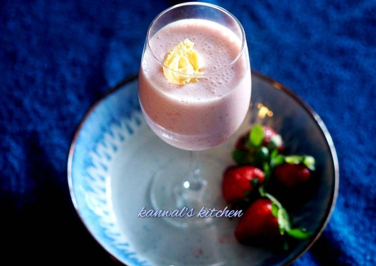 Starbucks style strawberry milkshake