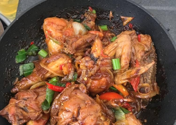 Ayam goreng kecap manis pedas sederhana