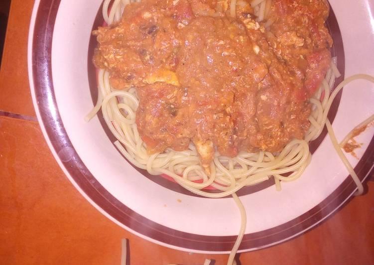 """Spaghettis con salsa vegetariana picante """"loquetengoamano"""""""