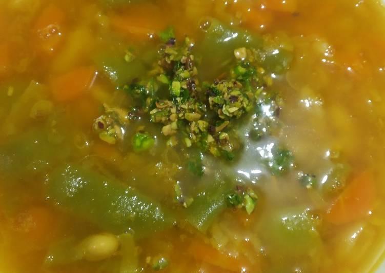 Sopa de habas puerro y zanahoria