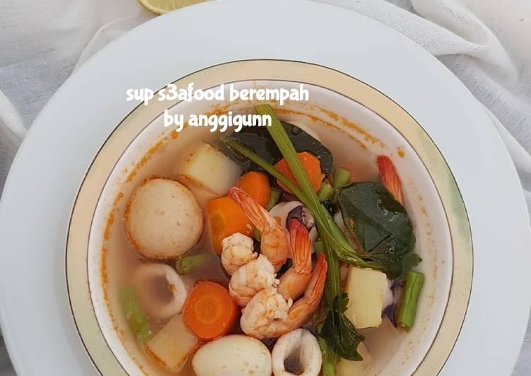 Sup seafood berempah