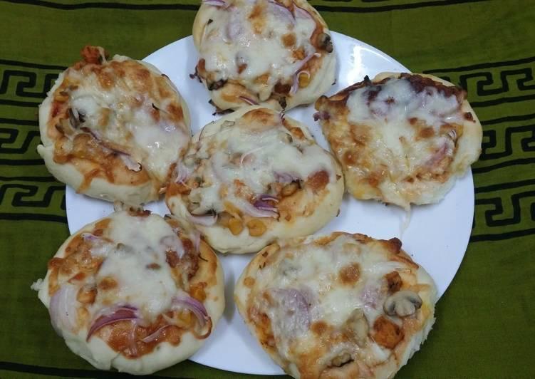 Mini Chicken Tandoori Pizzas