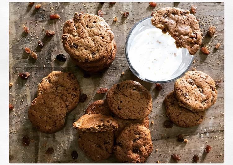 Biscotti di farina integrale d'avena con uvetta
