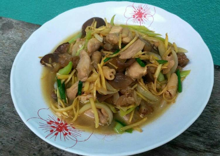 Stir Fried Chicken with Ginger and Jelly Ear Mushroom